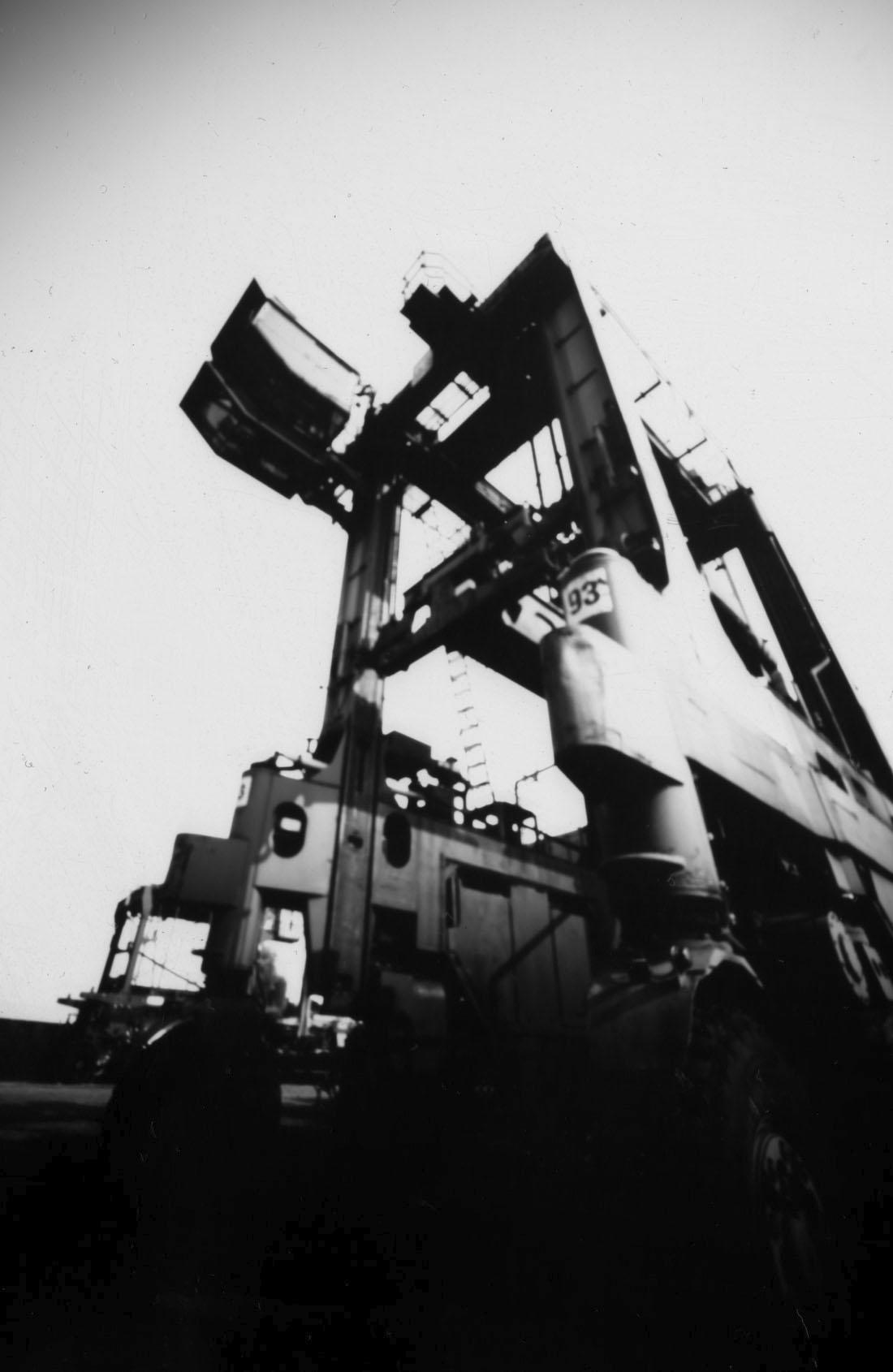 Hafenmuseum-Hamburg-Portalhubwagen (Van Carrier VC 26), Lochkamera Fotografie