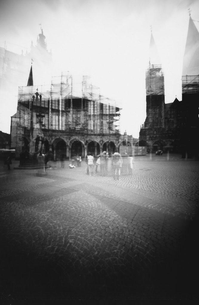 Doppelbelichtung des Bremer Marktplatz fotografiert mit einer Keksdosenkamera