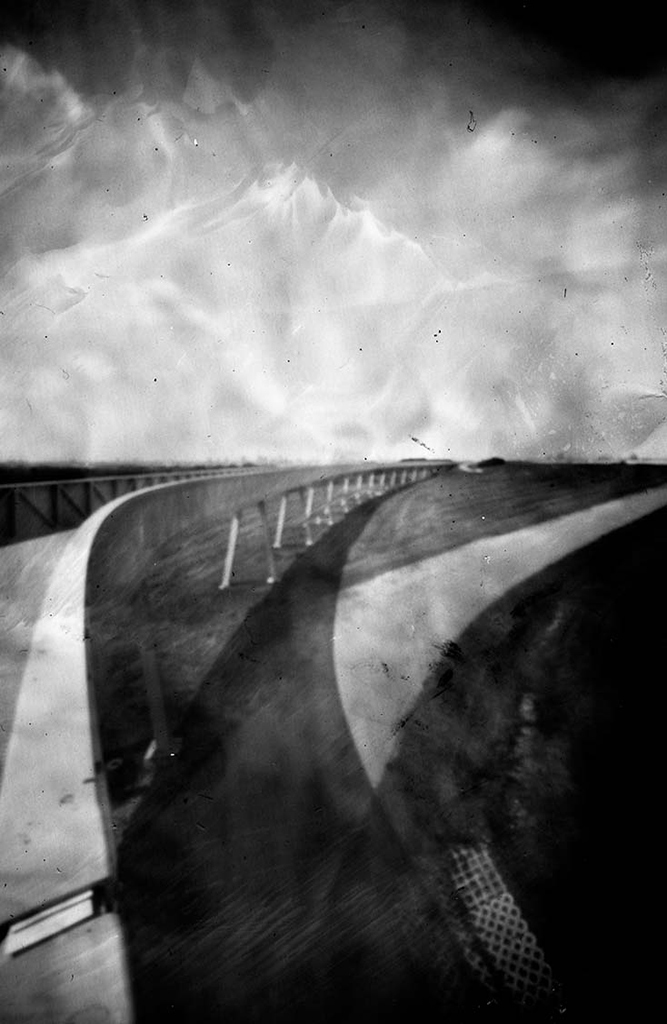 Der Energieberg Hamburg Georgswerder aufgenommen mit einer Camera Obscura auf Papiernegativ