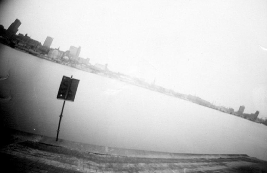 Skyline von Hamburg an der Elbe fotografiert mit einer Camera Obscura