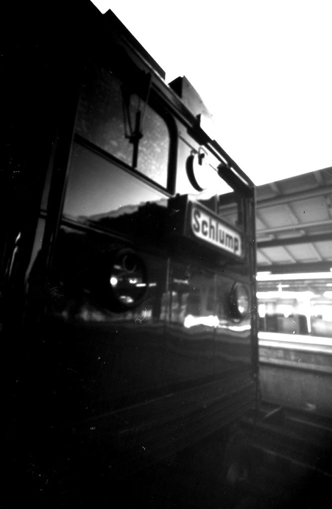 Hamburger U-Bahn T-Wagen fotografiert mit einer Blechdosenkamera