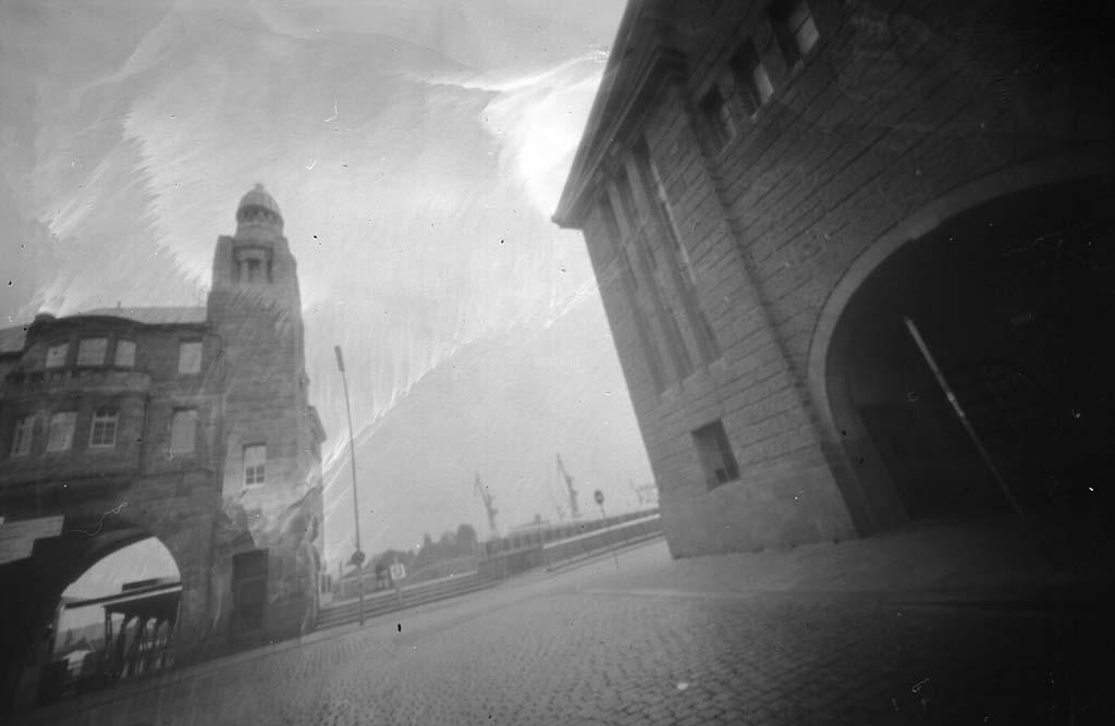 Alter Elbtunnel Hamburg fotografiert mit einer umgebauten Butterkeksdose