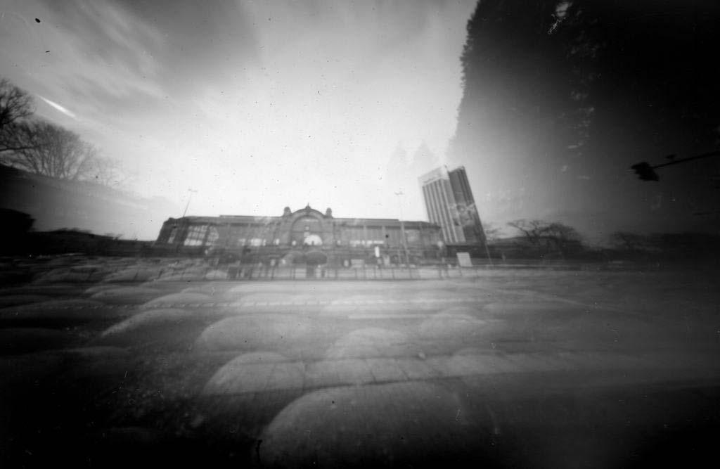 Doppelbelichtung des Dammtor-Bahnhofs fotografiert mit einer Camera Obscura