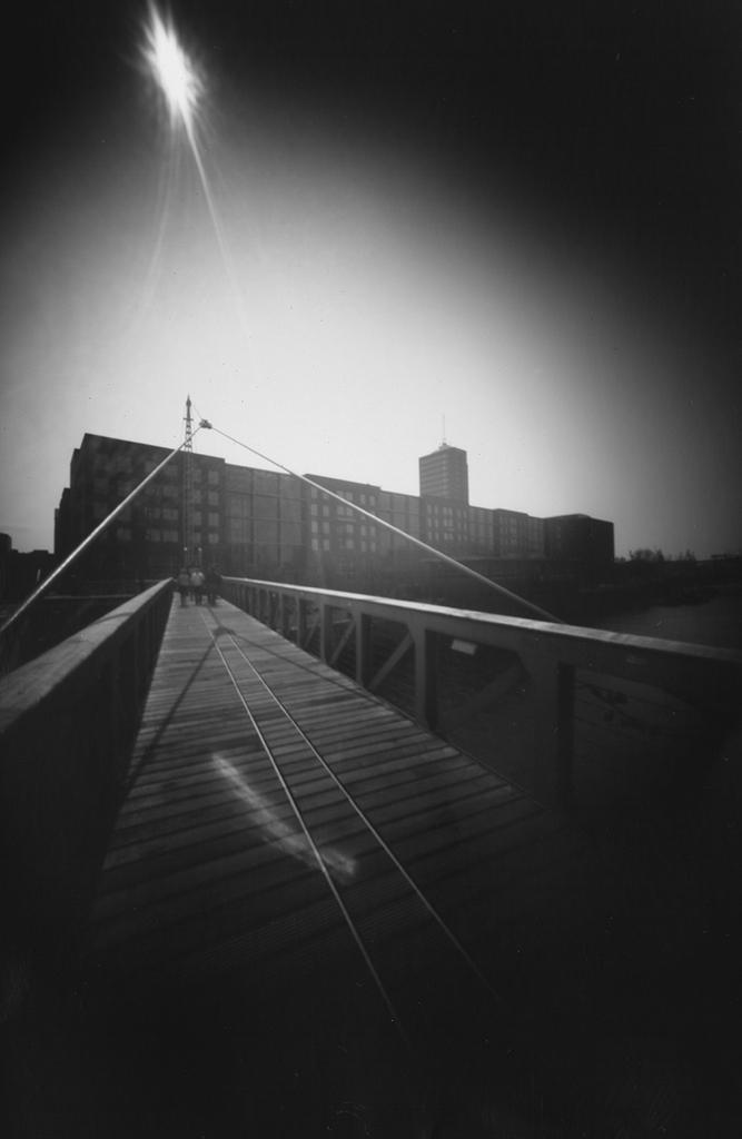 Brücke über den Binnenhafen Hamburg fotografiert mit einer Lochkamera