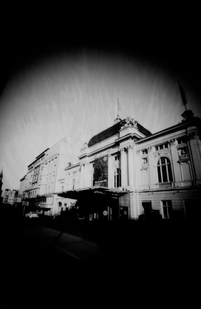 Das Deutsches Schauspielhaus Hamburg fotografiert mit einer Lochkamera