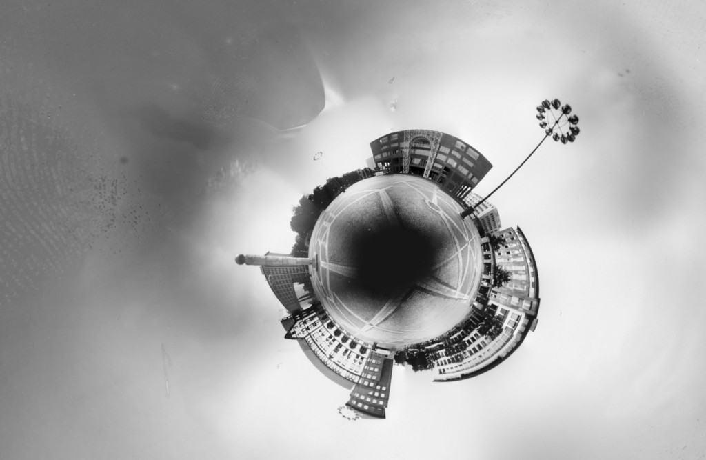 Der Friedensplatz Dortmund fotografiert mit einer 360 Grad Camera Obscura und zirkular gebogen zu einer Kugel