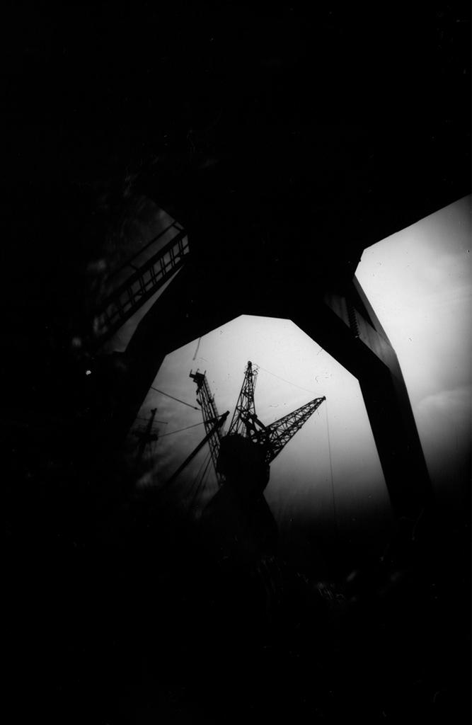 Blick durch Stückgutkran abgelichtet mit einer Camera Obscura