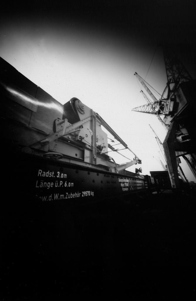 Das Hafenmuseum Hamburg fotografiert mit einer Pinholekamera aus Blech