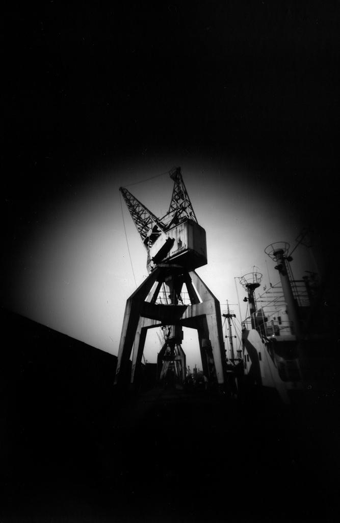 Stückgutkran Hafenmuseum Hamburg fotografiert mit einer Camera Obscura