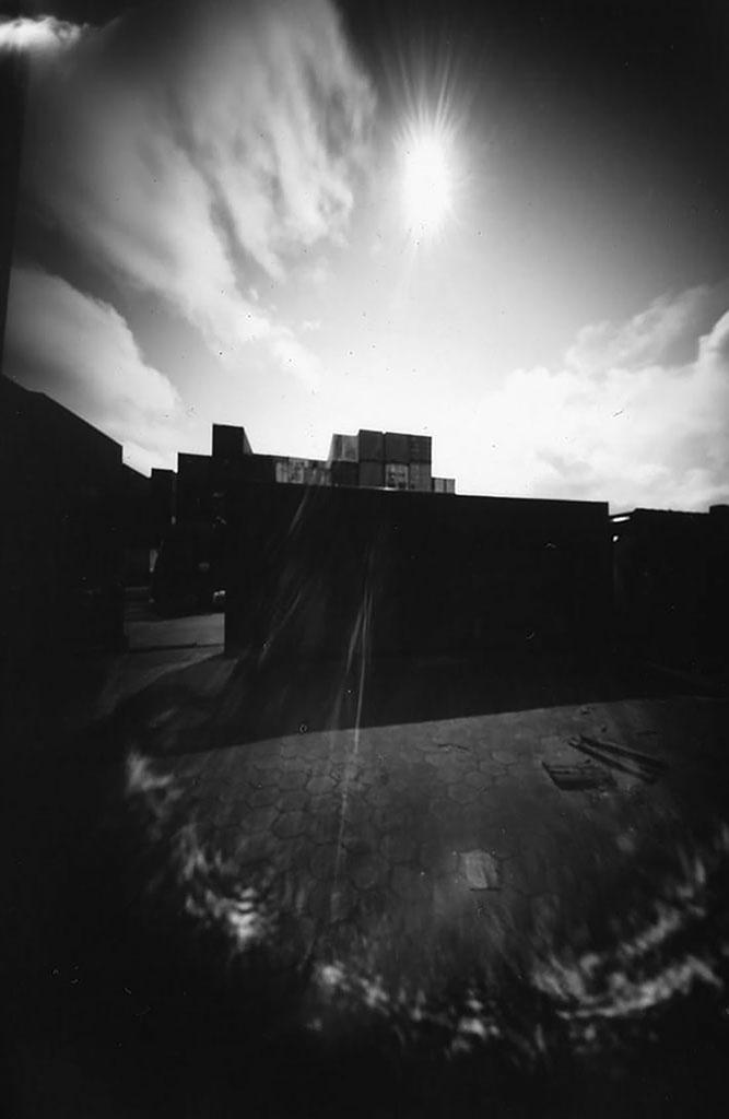 Container fotografiert mit einer Camera Obscura