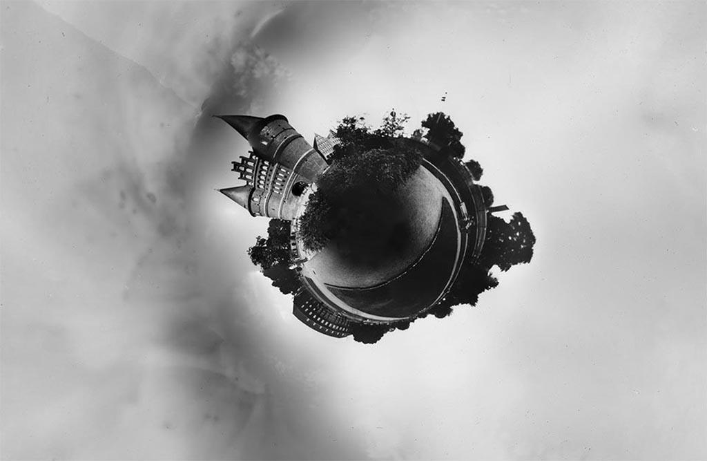 Das Holstentor Lübeck fotografiert mit einer Panorama Camera Obscura und zu einem Little Planet gewandelt