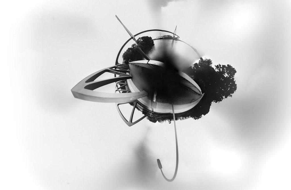 Die Köhlbrandbrücke Hamburg fotografiert mit einerCamera Obscura und in einen kleinen Planeten umgewandelt