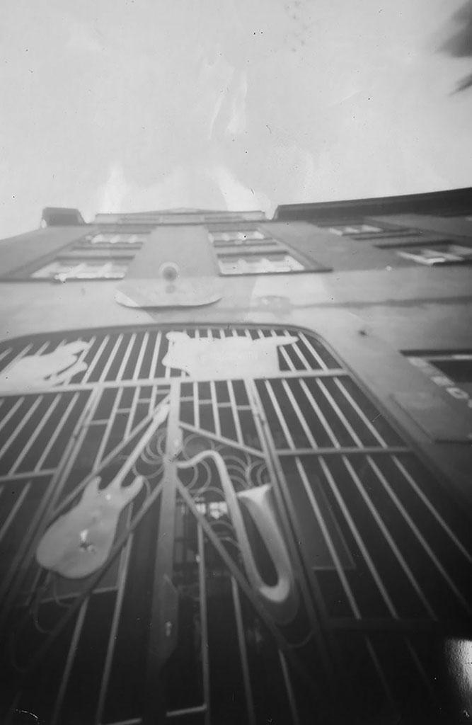 Musikclub Indra fotografiert mit einer liegenden Pinhole-Kamera