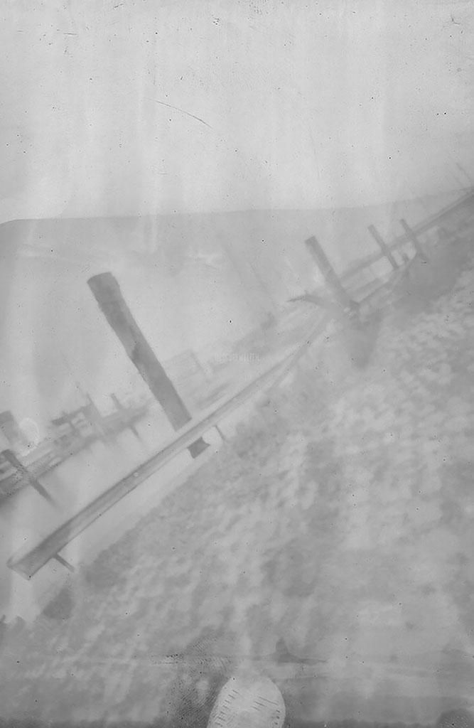 Museumshafen Oevelgönne fotografiert mit einer Camera Obscura auf Papiernegativ