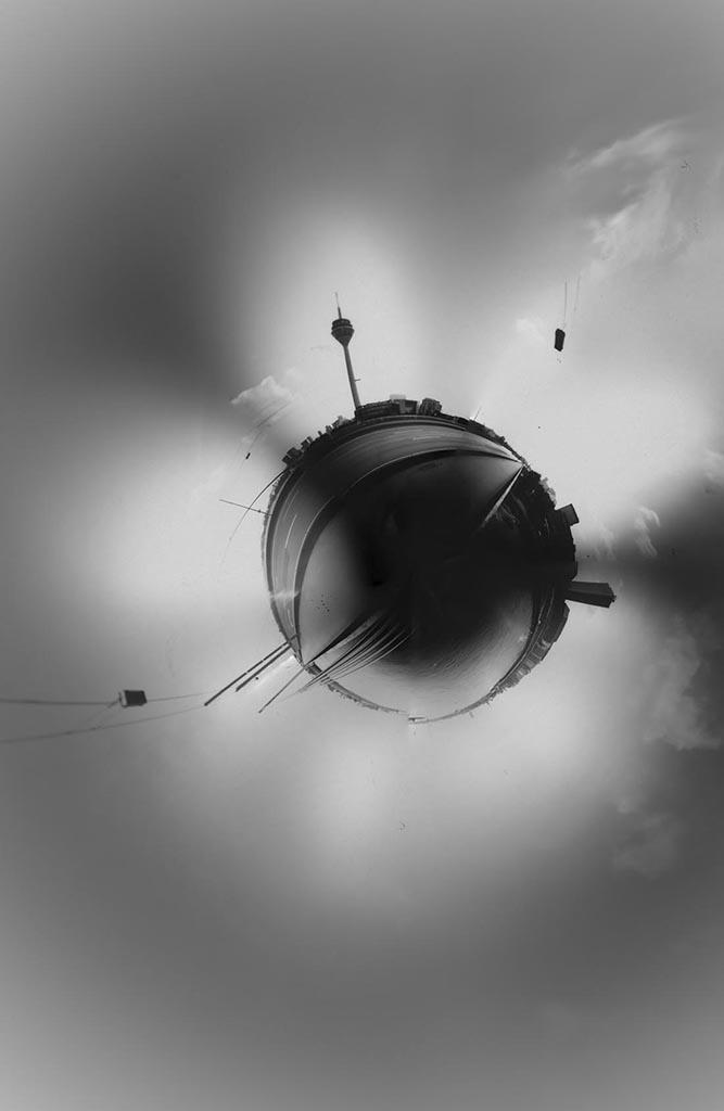 Rheinkniebrücke in Düsseldorf aufgenommen mit einer Panorama Camera Obscura als Little Planet