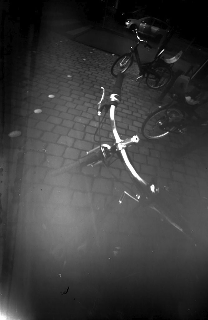 Stadtrad Hamburg fotografiert mit einer Lochkamera auf Papiernegativ