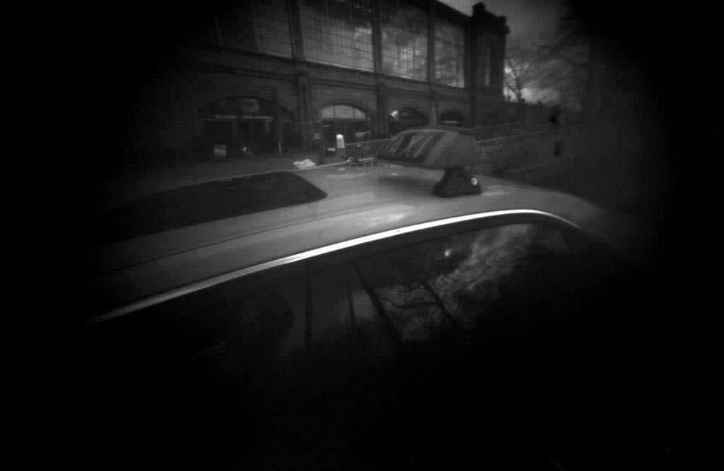 Taxischild fotografiert mit Blende 100, belichtet auf 10×15 PE-Papier