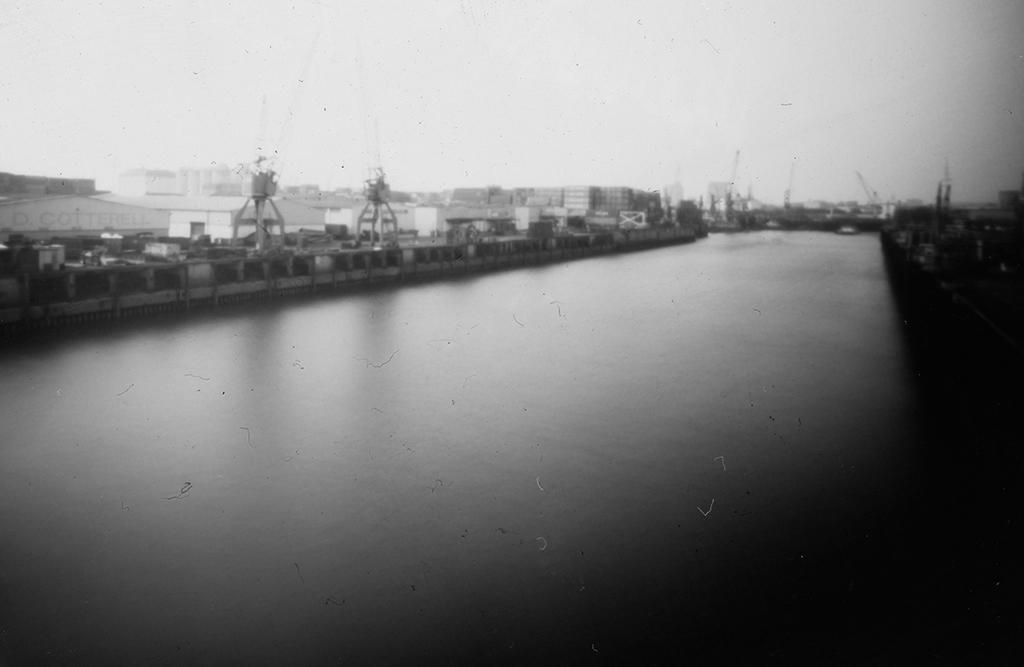 Elbe von der Argentinienbrücke Hamburg fotografiert mit einer Blechdosenkamera