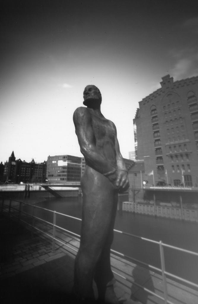 Störtebeker-Denkmal in Hamburg fotografiert mit einer Camera Obscura
